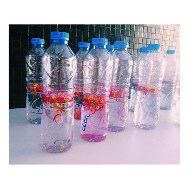 Legión de botellas sensoriales a falta de dar el toque de color con la purpurina